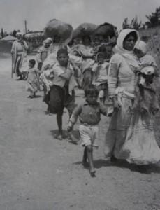 Vluchtelingen in 1948; mannen tussen 10 en 50 jaar gingen naar krijgsgevangenkampen. Uit: Ilan Pappe, De etnische zuivering van Palestina