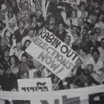 """rechtse demonstratie in 1995 tegen het """"weggeven"""" van joods land, een maand voor de moord op Rabin"""