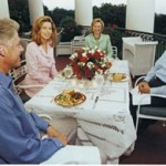"""Koninklijk paar met de Clintons op het """"Truman Balcony"""", Witte Huis (1998)"""