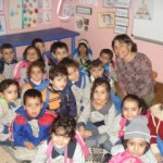 Kinderarts Barbara Zind (Colorado, VS) in Palestijnse vluchtelingenkamp in Libanon, voor Palestine Children's Relief Fund