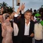 Bernard-Henri Lévy, de ongekroonde koning van de Parijse elite, met Syrische 'opstandelingen' tijdens een filmfestival in Cannes.