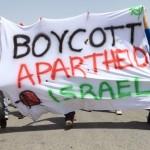 Ronnie Barkan (links) neemt deel aan een protest tegen de afscheidingsmuur op de West Bank. bron: Anne Paq / ActiveStills