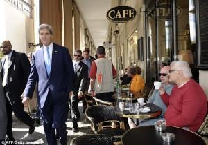Nieuws van 29 juli 2014 - Kerry in Parijs