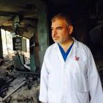 Dokter Nasser al-Tatar is de directeur van het grootste ziekenhuis in de Gazastrook. Ook zijn huis werd afgelopen nacht met drie projectielen verwoest. Ook zij die de slachtoffers van de zionistische terreur willen helpen zijn kennelijk een legitiem doelwit.