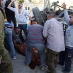 Bewoners vochten zich uiteindelijk, te laat, met blote handen naar het slachtoffer toe.