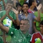 Westoever tegen Gaza in deels verwoest stadion.