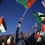 De vlag: symbool van een Palestijnse staat? Of, teken dat onder Israëlisch gezag zes miljoen Palestijnen leven?