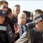 Sharon in 2000 op het Al-Aqsa complex; van hem hoefde status quo niet op papier